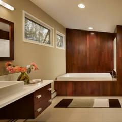 Seidenberg House:  Bathroom by Metcalfe Architecture & Design