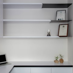 THE PROMENADE @ PELIKAT Minimalist study/office by Eightytwo Pte Ltd Minimalist Wood Wood effect