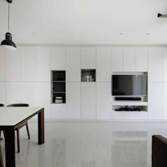 CITYLIFE @ TAMPINES: minimalistic Living room by Eightytwo Pte Ltd