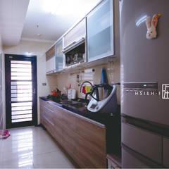 Cocinas de estilo  por 協億室內設計有限公司