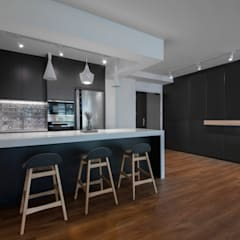COMPASSVALE ANCILIA II: minimalistic Dining room by Eightytwo Pte Ltd