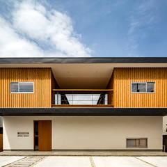 中一の沢・光庭のある家: 中山大輔建築設計事務所/Nakayama Architectsが手掛けた木造住宅です。
