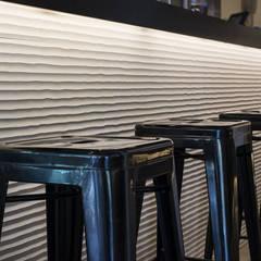 Bars & clubs by Luxiform Iluminación,