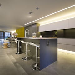Built-in kitchens by Luxiform Iluminación