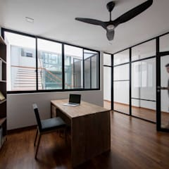 JALAN TANJONG:  Study/office by Eightytwo Pte Ltd,
