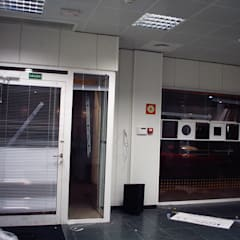 Reforma oficina bancaria en León: Estudios y despachos de estilo  de A-kotar