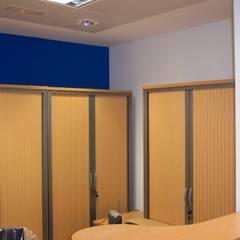 Reforma de oficina en Santiago de Compostela: Estudios y despachos de estilo clásico de A-kotar
