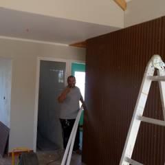 Casa 74 m2 en paneles SIP: Livings de estilo  por Casas E Haus, Rústico