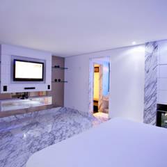 MOTEL CELEBRITY: Hotéis  por FERNANDA JUNG ARQUITETURA
