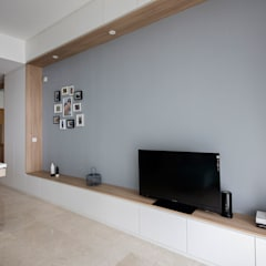 THE GREENWICH:  Living room by Eightytwo Pte Ltd