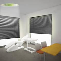 Render della stanza delle visite ginecologiche: Studio in stile  di VITAE DESIGN STUDIO