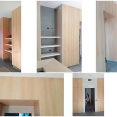 """Il cantiere: la realizzazione delle """"scatole"""" in legno e di tutti gli arredi su misura in betulla: Ingresso & Corridoio in stile  di VITAE DESIGN studio di architettura"""