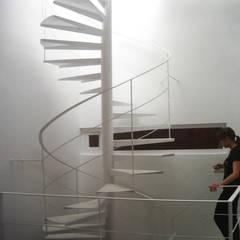 Escalera: Escaleras de estilo  de CANTÓ ARQUITECTOS