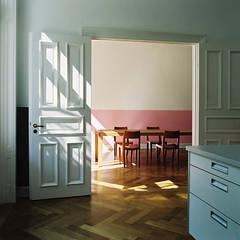 Stadtvilla in Hamburg: klassische Küche von Nailis Architekten