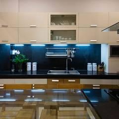 Mẫu Thiết Kế Nhà Ống 4 Tầng Đẹp Mặt Tiền 3,5x18m Ở Quận 7:  Tủ bếp by Công ty TNHH Xây Dựng TM – DV Song Phát,