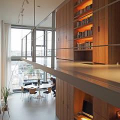 Doorzonloft Houthaven Amsterdam:  Gang en hal door Bergblick interieurarchitectuur