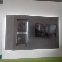 Muro flotante acabado rústico.: Salas multimedia de estilo moderno por MS - CONSTRUCCIONES MARIO SOTO & Cìa S.A.S.