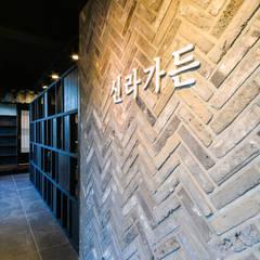 Moderne Wände & Böden von IRO Design Modern