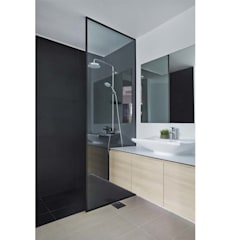 COTE D'AZUR:  Bathroom by Eightytwo Pte Ltd