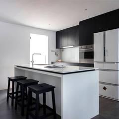 EASTWOOD GREEN: scandinavian Living room by Eightytwo Pte Ltd