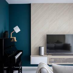 ECOPOLITAN: scandinavian Living room by Eightytwo Pte Ltd