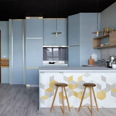 Built-in kitchens by Eightytwo Pte Ltd