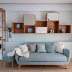 THE STELLAR: scandinavian Living room by Eightytwo Pte Ltd