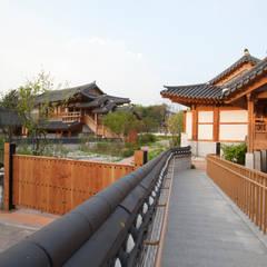 Exhibition centres by 여유당건축사사무소