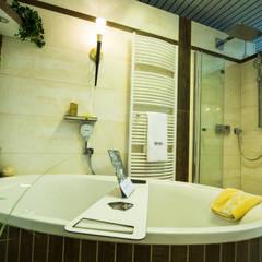 Ausstellungskoje als (fast) komplettes Badezimmer: klassische Badezimmer von Gebr. Hupfeld GmbH
