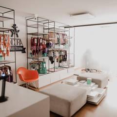 Ancora Swimwear: Estudios y despachos de estilo  por Redesign Studio