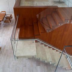 CASA TERRAZA: Escaleras de estilo  por Chetecortés