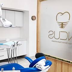 Consultorio odontológico  | Incus: Clínicas / Consultorios Médicos de estilo  por Estudio Chipotle