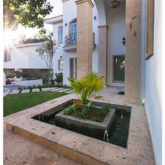 ingreso: Casas ecológicas de estilo  por Excelencia en Diseño