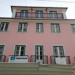 Rua de São Bento , Lisboa : Janelas   por CaixilhoPVC