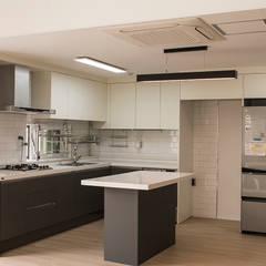 커빙스케이프_구리시 갈매동 562-4 상가주택: AAG architecten의  주방 설비