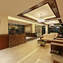 Lobby:  Commercial Spaces by SPACES Architects Planners Engineers