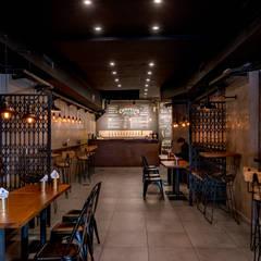 Obra Cullen Henderson - Diseño Local Gastronómico: Bares y Clubs de estilo  por Bhavana