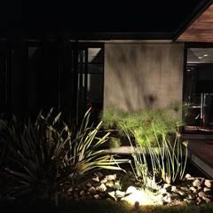 Jardines minimalistas de homify Minimalista