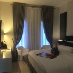 Evergreen Luxurious Living House, Medan City: Kamar Tidur oleh Lighthouse Architect Indonesia,