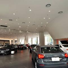 Concesionarios de automóviles de estilo  por G.T. DESIGN 大楨室內裝修有限公司