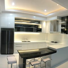 FN Megaland, Pematangsiantar City:  Dapur by Lighthouse Architect Indonesia