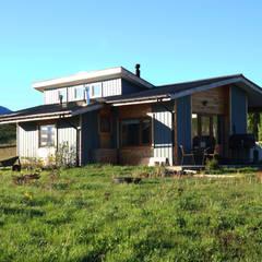 Casa Las Lomitas de Panguilemu: Casas de madera de estilo  por casa rural