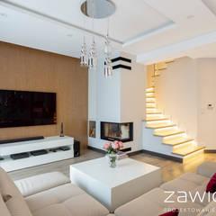 Dom pod Warszawą: styl , w kategorii Schody zaprojektowany przez ZAWICKA-ID Projektowanie wnętrz