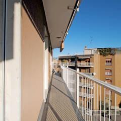 Visione panoramica piano alto: Terrazza in stile  di CAMBIOSPAZIO