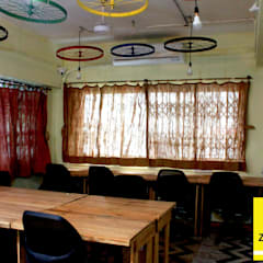 Zoomstart India - the first  bohemian themed co-working space in India:  Office buildings by deZinebox