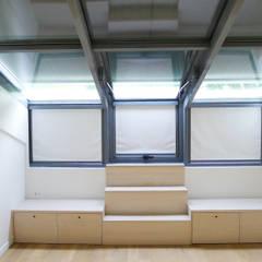 chambre: Chambre de style de style Minimaliste par Lab123