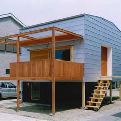 TAH | 三浦の家: 森孝行建築設計事務所が手掛けた別荘です。