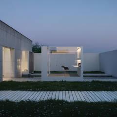 庭院池塘 by JLZ2 arquitectos