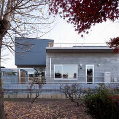 外観: 有限会社角倉剛建築設計事務所が手掛けた省エネ住宅です。