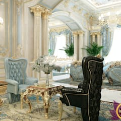 ​Classic home interior decoration by Katrina Antonovich:  Corridor & hallway by Luxury Antonovich Design,
